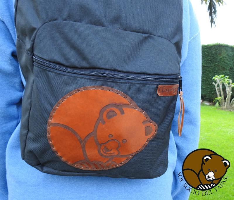 mochila impermeable con adorno de cuero. Grande
